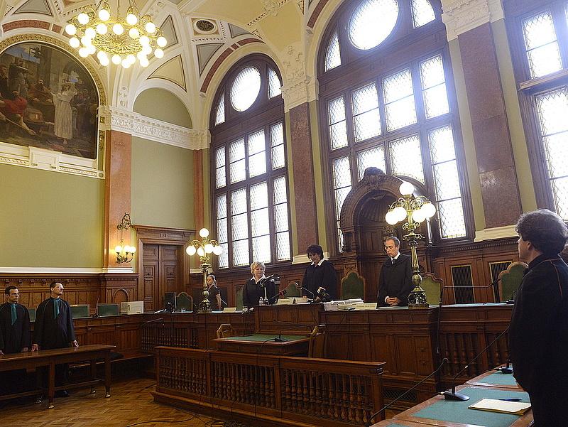 A Sopron Bank is alulmaradt