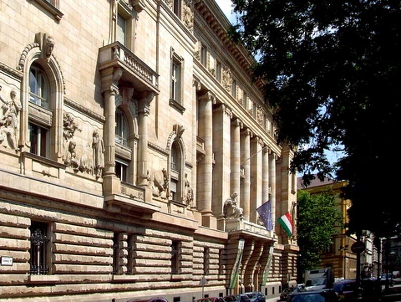 Behajtókat büntetett az MNB banktitoksértés miatt