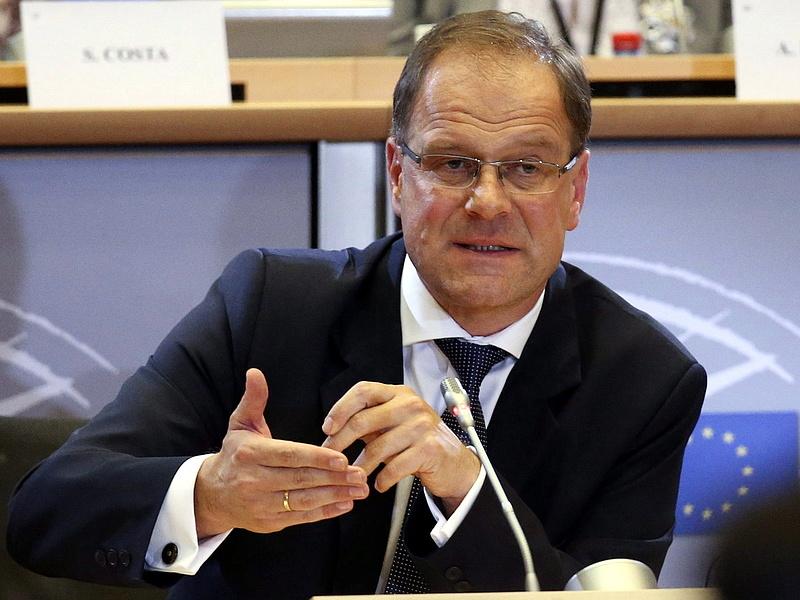 Újabb magyar ügy: Juncker ledorongolta magyar biztosát