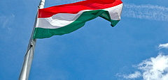 Konvojbaleset az M7-esen: meghalt egy katona