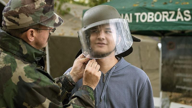 Táborok, haditornák, erőpróbák - jön a honvédelmi nevelés