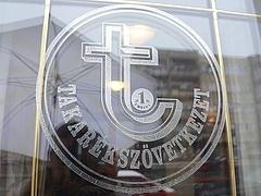 Eltűnik öt magyar pénzintézet neve