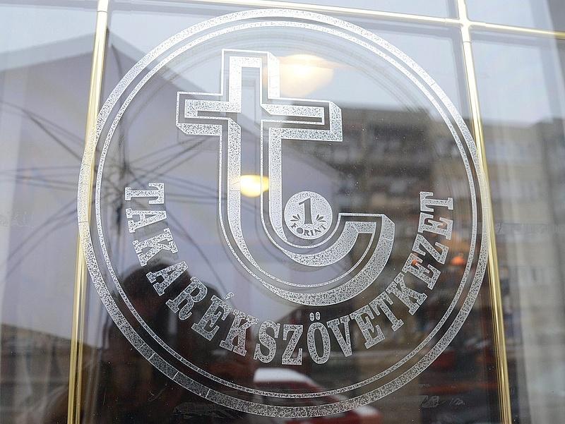 Újabb két magyar pénzintézet neve tűnik el