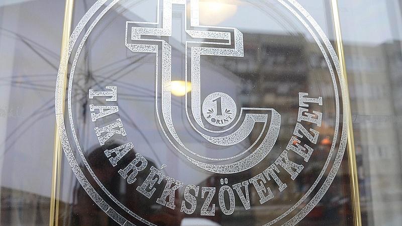Újabb magyar pénzintézet neve tűnik el