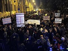 Ma is tüntetnek a netadó ellen