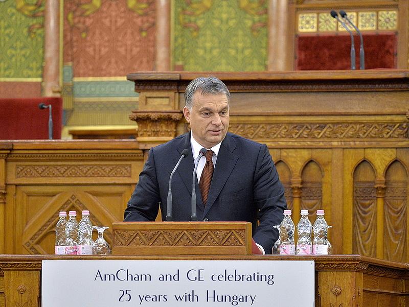 Orbán óvatosságra int mindenkit