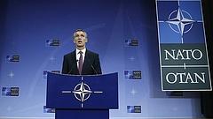 Példátlan mértékben emelkedik a NATO védelmi kiadása