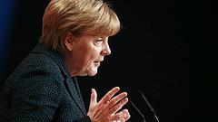 Megint Merkel áll nyerésre