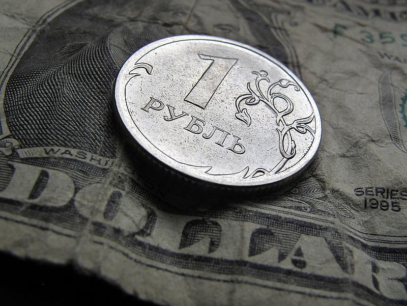 Az orosz pénzügyminisztérium is a rubelt menti