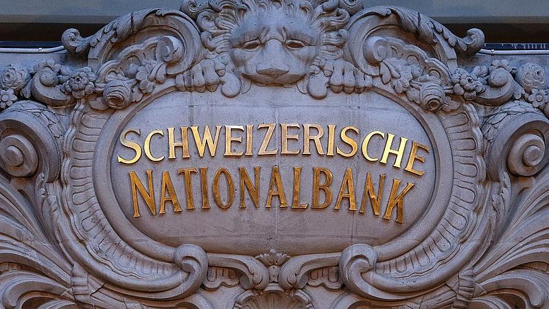 Nem változtat a svájci jegybank