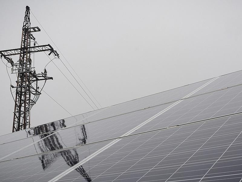 Átadták Magyarország legnagyobb naperőművét a Mátrában