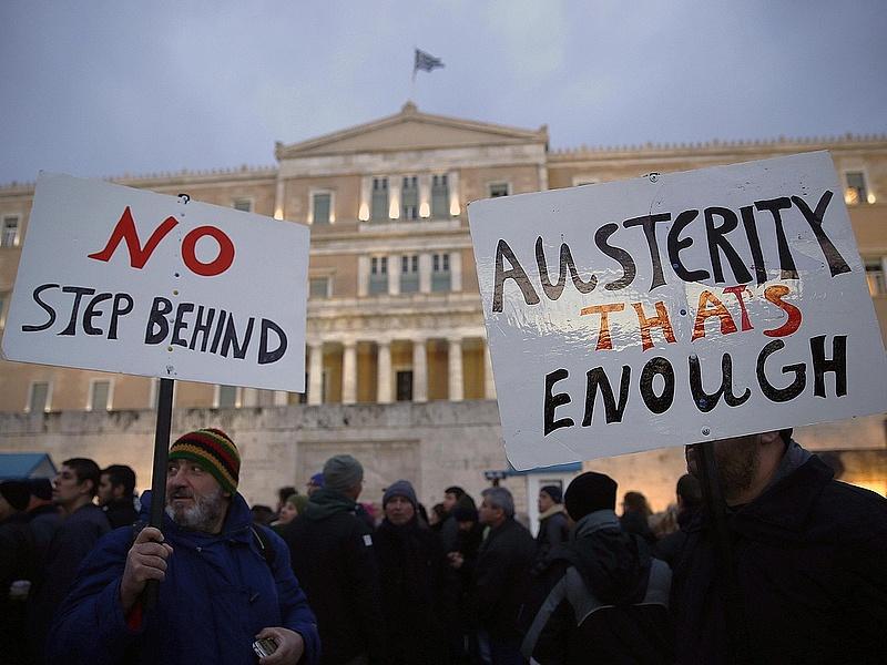 Nyugdíjcsökkentést és privatizációt várnak el a hitelezők