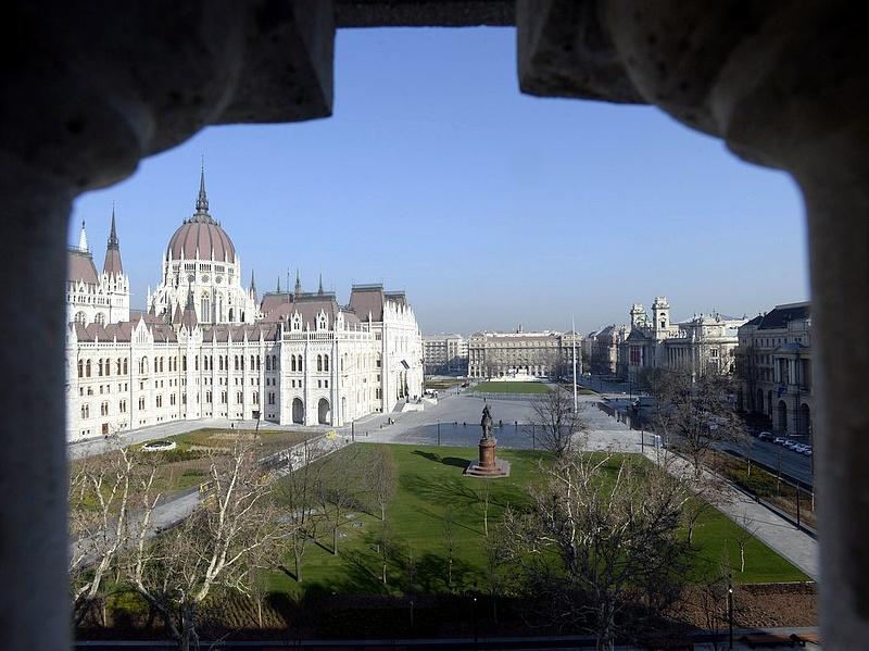 Rendkívüli parlamenti ülést kezdeményez a kormány