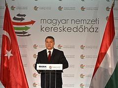 Orbán a nyugati és a keleti világ együttműködését szorgalmazza