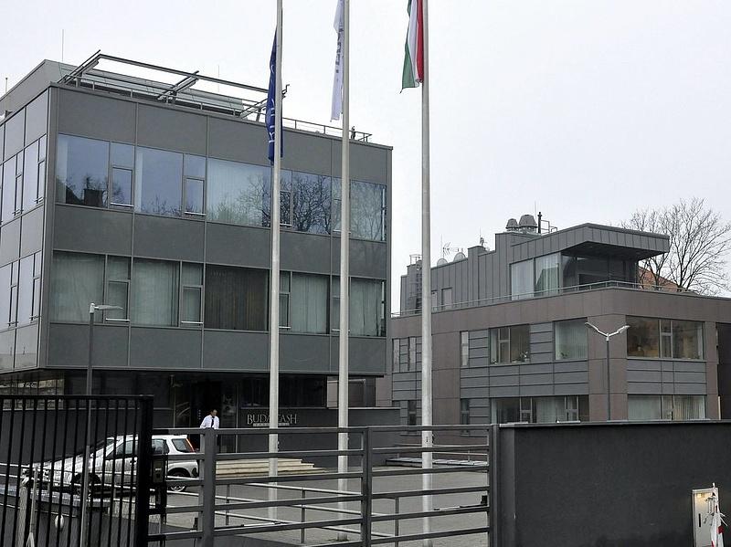 Buda-Cash: fogdából házi őrizetbe kerültek a gyanúsítottak