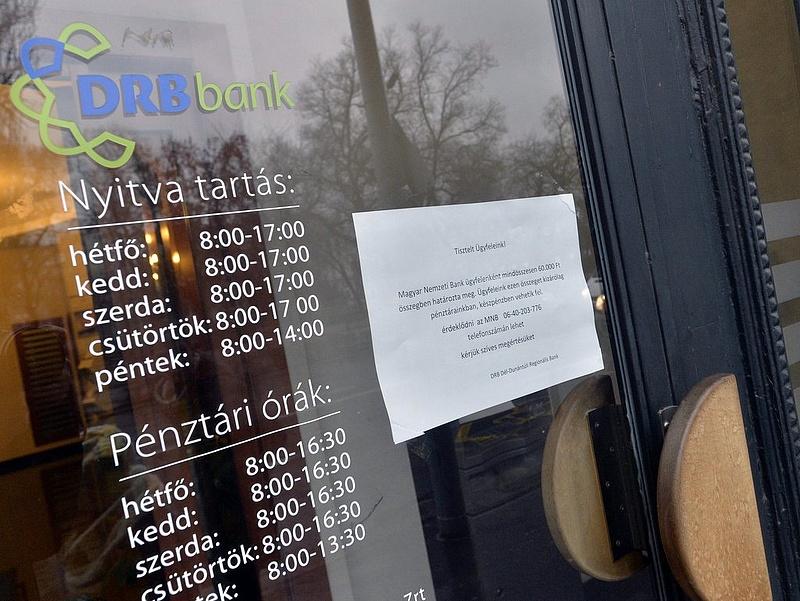Buda-Cash-ügy: Rástartoltak a bedőlt kisbankok ügyfeleire