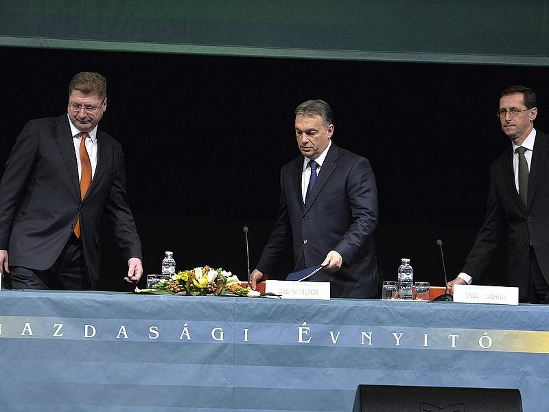 Adócsökkentést ígér Orbán (bővített)
