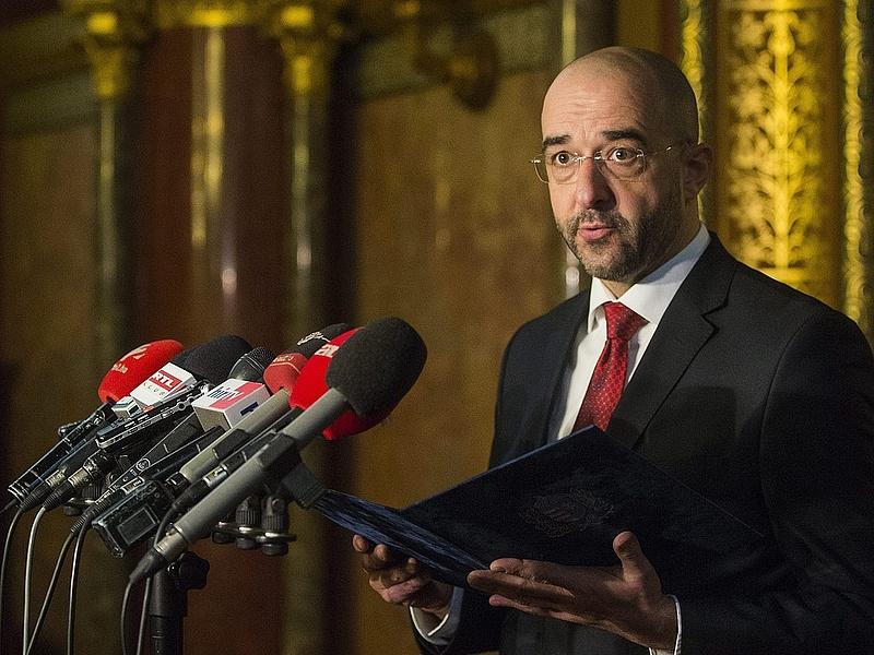 Brüsszel szigorít - reagált a magyar kormány