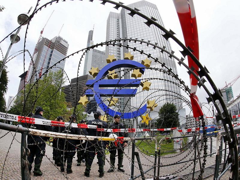 A görögök maradnak az eurózónában - ECB