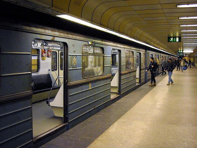 Mégsem az oroszok újíthatják fel a kék metró kocsijait?