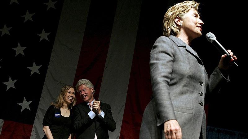 Sötét felhők árnyékában indul Clinton nagy hete