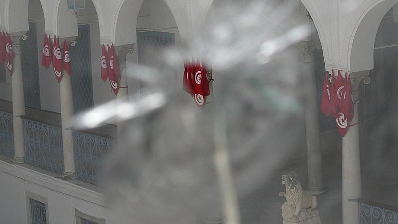 Előrehozott választásokat tartanak Tunéziában