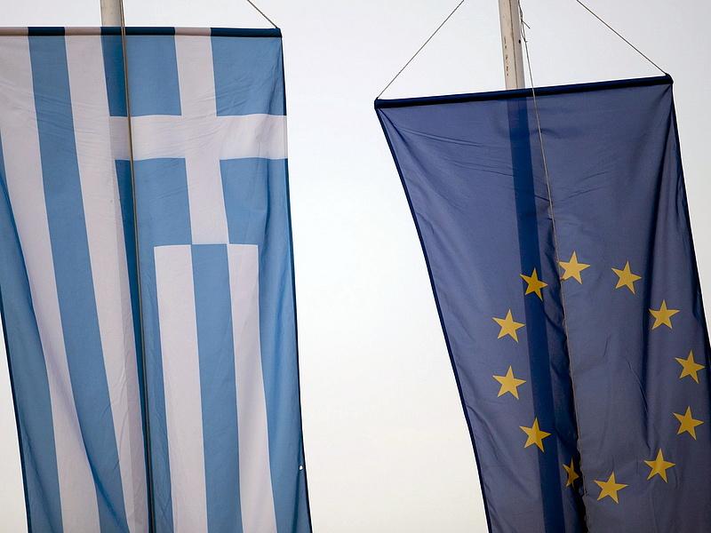 Bent tartják a görögöket, ha akarják, ha nem