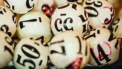 Mit ellenőriz a közjegyző a lottóhúzásnál?