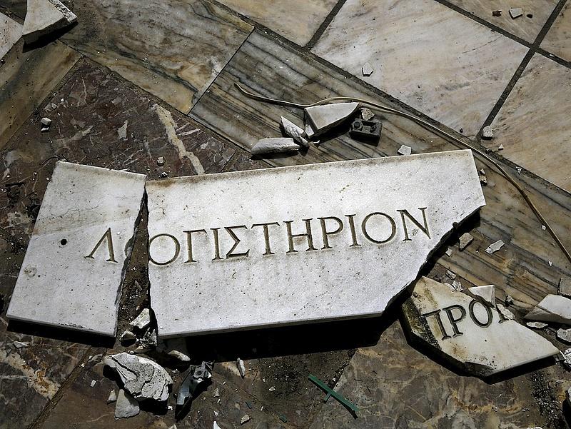 Ömlik ki a pénz a görög bankokból