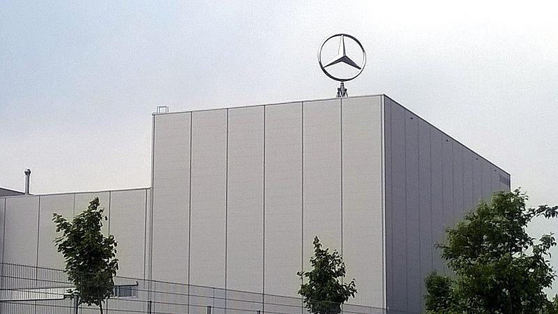 A Mercedes-Benz mintegy 16 ezer autót hív vissza