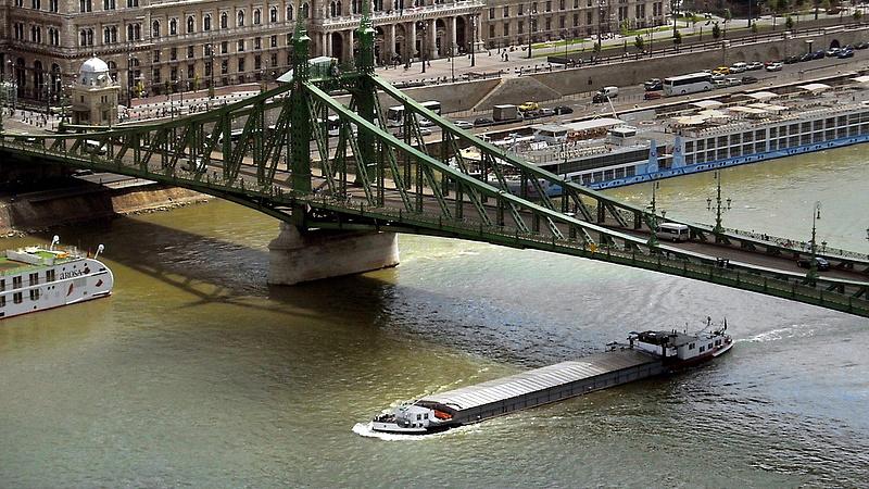 Robbanószert találtak a Szabadság hídnál - forgalmi változás jön
