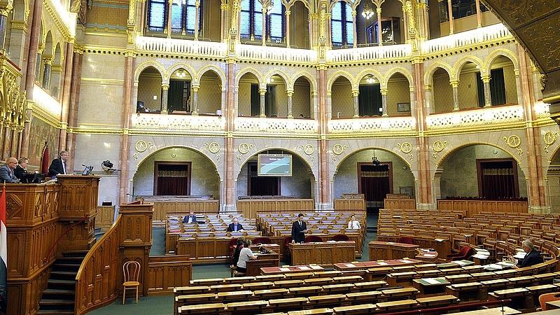 Mire készülnek a parlamentben?
