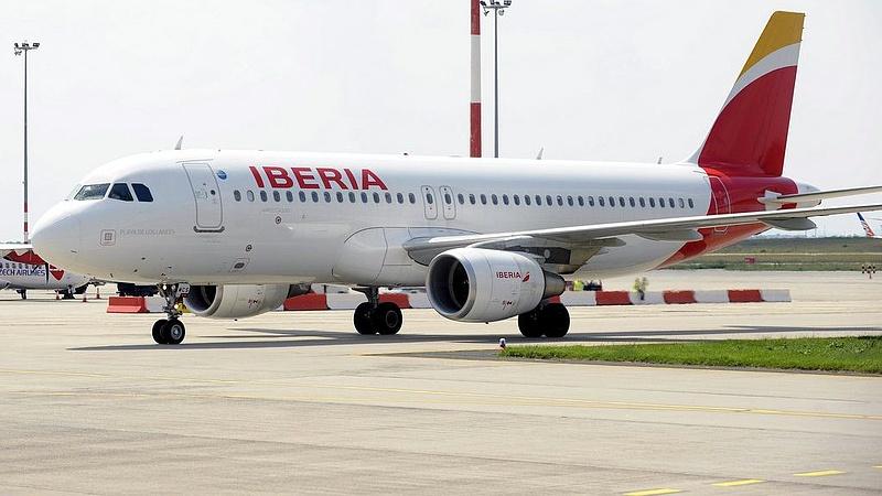 Terhességi tesztre küldték a stewardess-jelölteket
