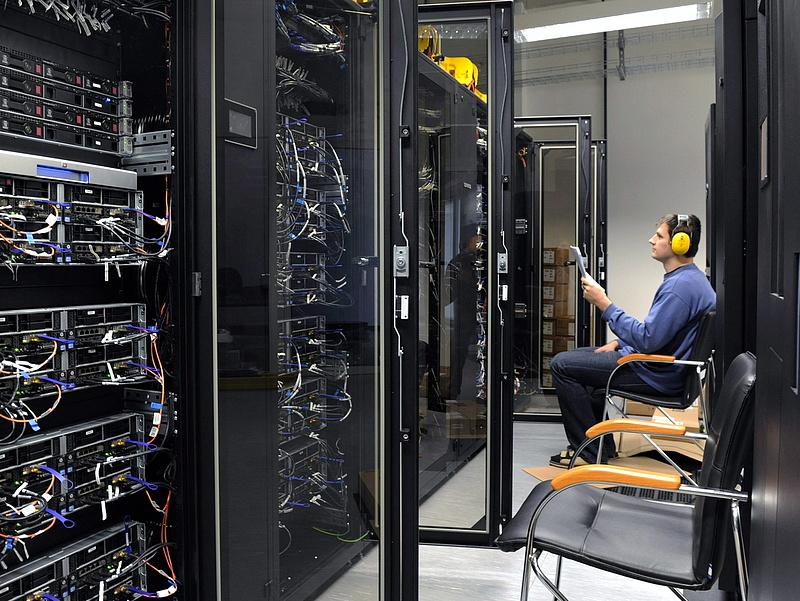 Átadták Magyarország legnagyobb szuperszámítógépét