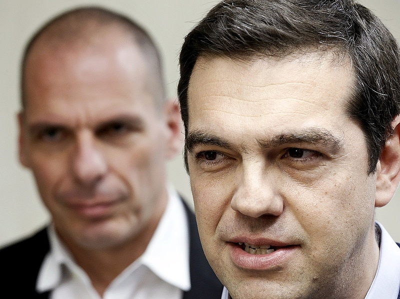 Szétrobbant a görög kormánypárt, átment a csomag