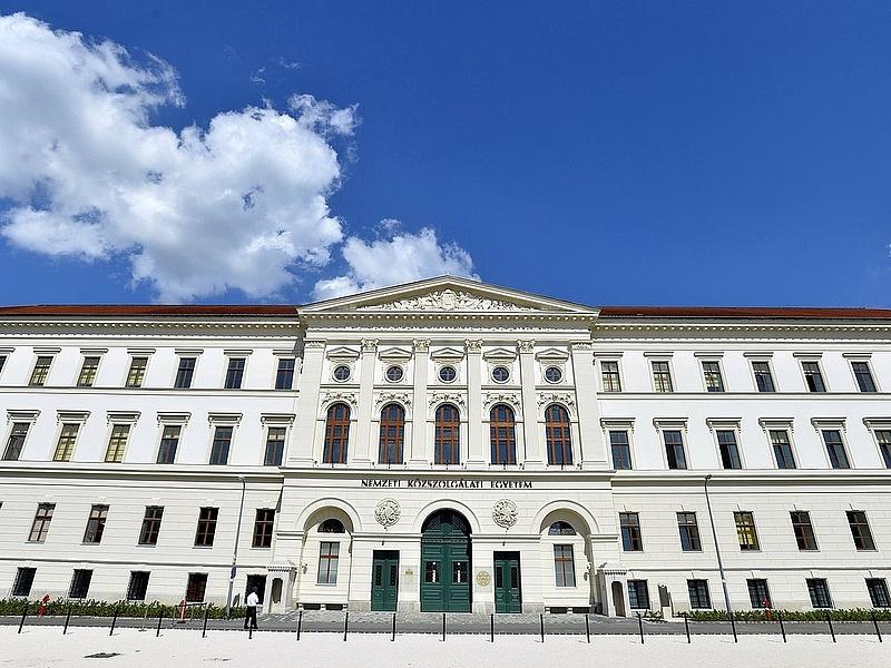 Palkovics: újra a kormány előtt a felsőoktatási béremelés