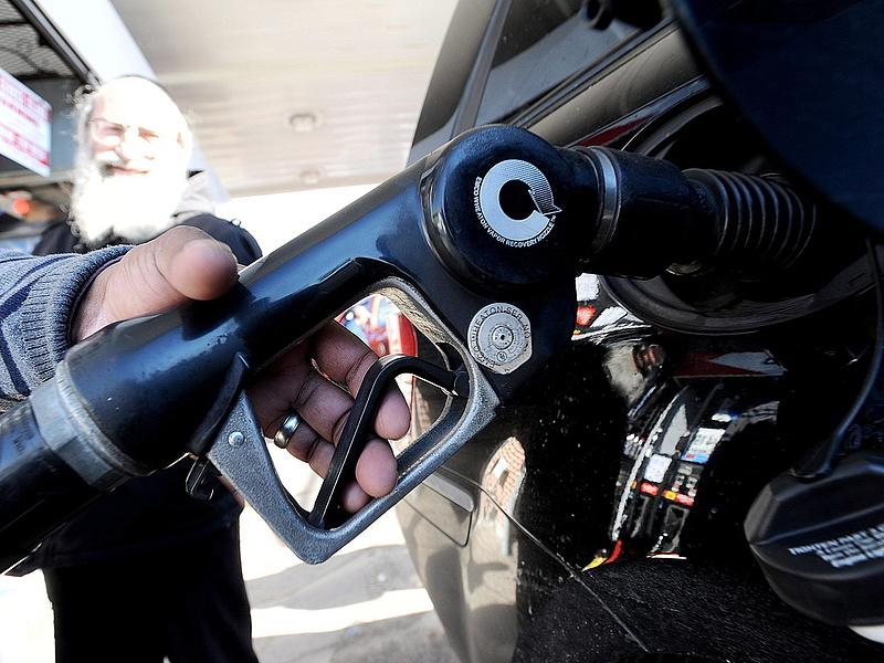Mától olcsóbb az üzemanyag