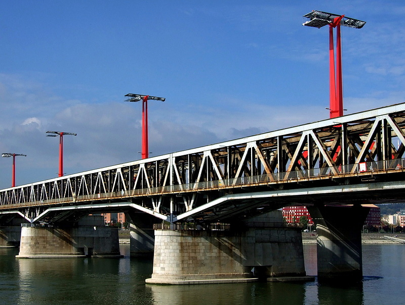 Egy vágánnyal szélesül a Déli összekötő vasúti híd