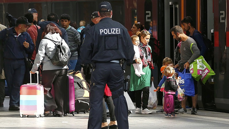 Fájhat Merkelék feje a menekültvita miatt
