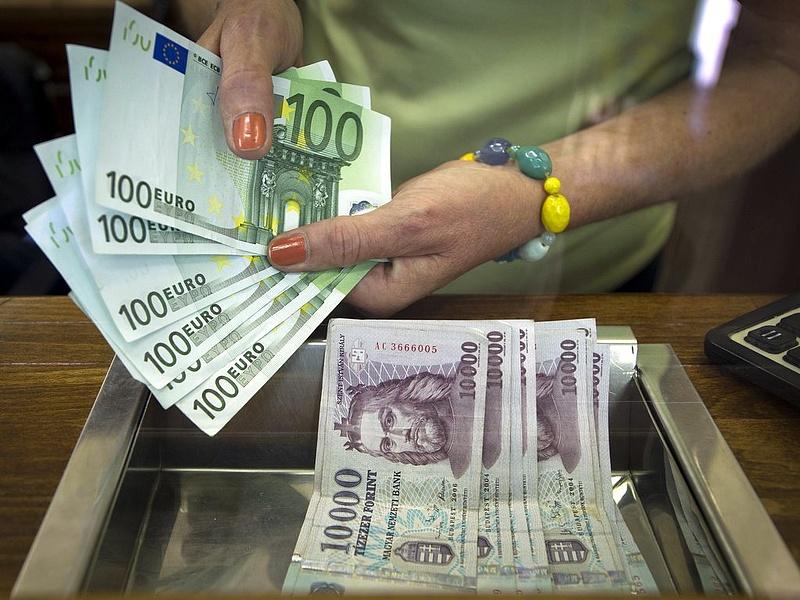 Párizs után: gyengül az euró - mi vár ránk?