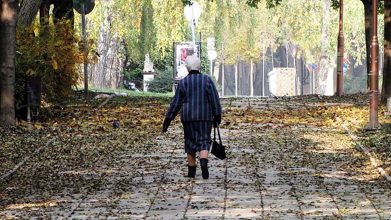 Nagy ajándékot kapnak a nyugdíjasok a szomszédban