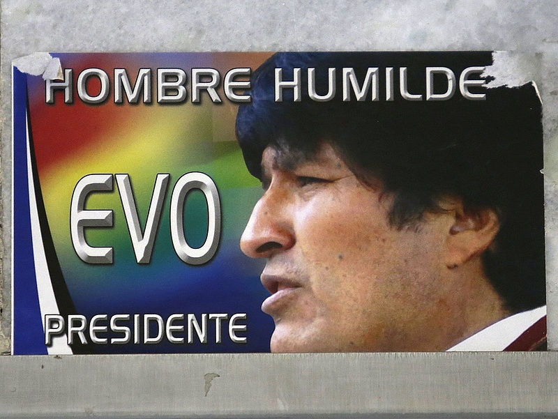 Változik az alkotmány Bolíviában, hogy Morales elnök maradhasson