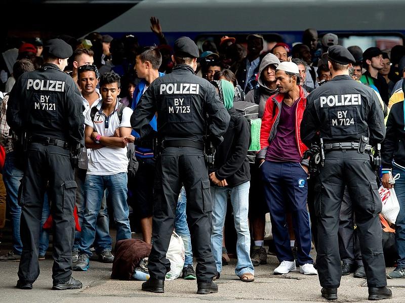 Menekültválság: Németország és Svédország is szigorít