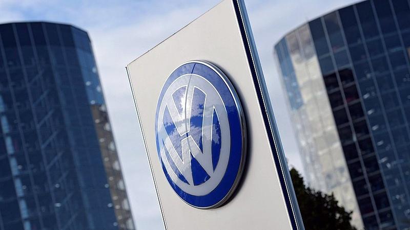 Példátlan: felfüggesztik a Volkswagen Golf gyártását