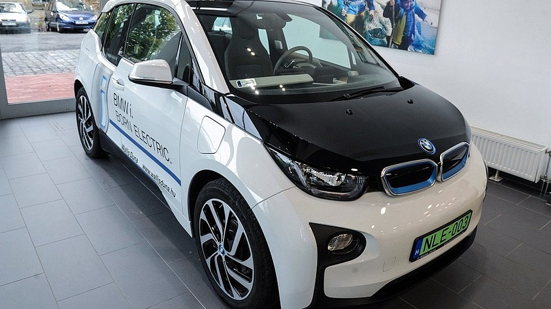 Gyárépítést jelenthet be hétfőn a BMW