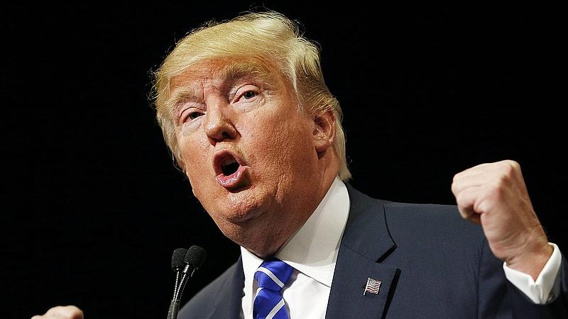 Rettenetes üzenetekkel bombáz Trump - meglovagolja az erőszakhullámot is