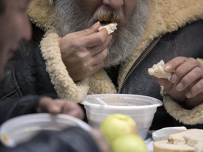 Idén is lesz ételosztás a Blaha Lujza téren