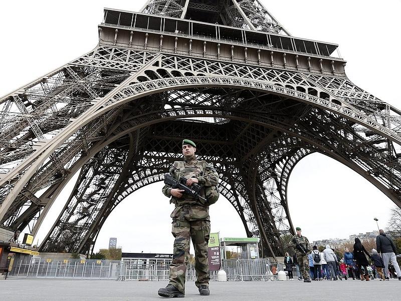 Az összedőlt Eiffel-torony képével fenyegetőzött az Iszlám Állam