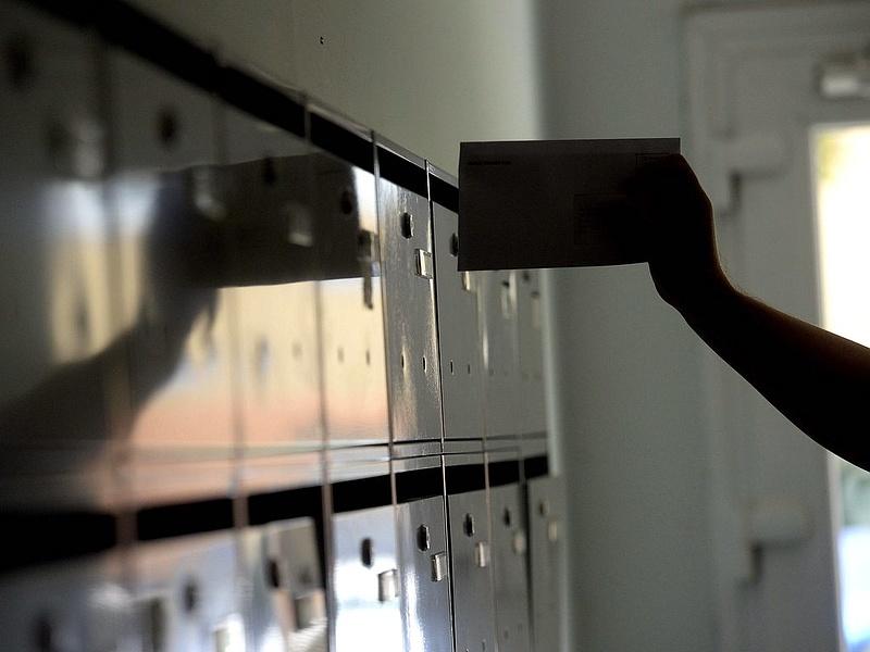 Brüsszeltől függ a magyar postások bére