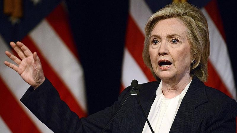 Hillary Clinton már alelnökjelöltet mérlegel
